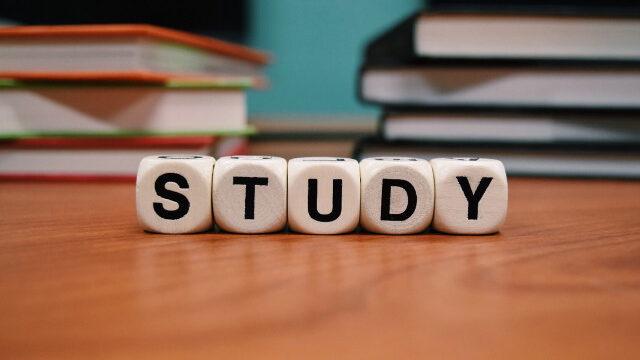 STUDYの置物