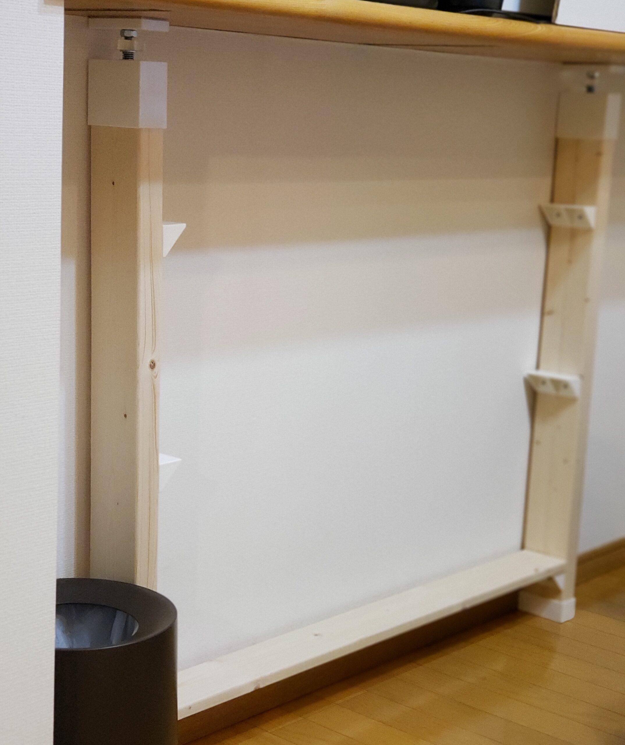 カウンター下に本棚を作る作業