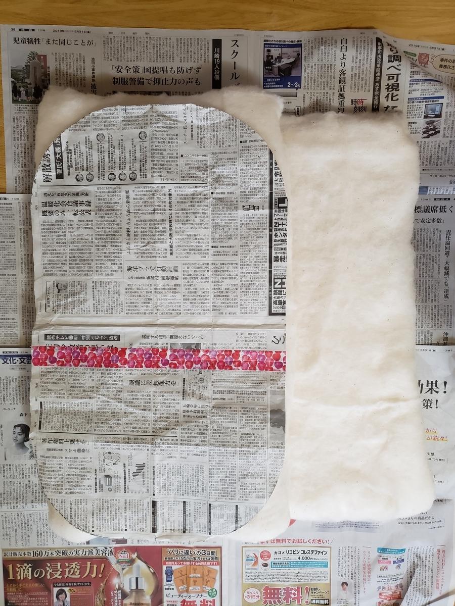 トッポンチーノの型紙を中綿に乗せる