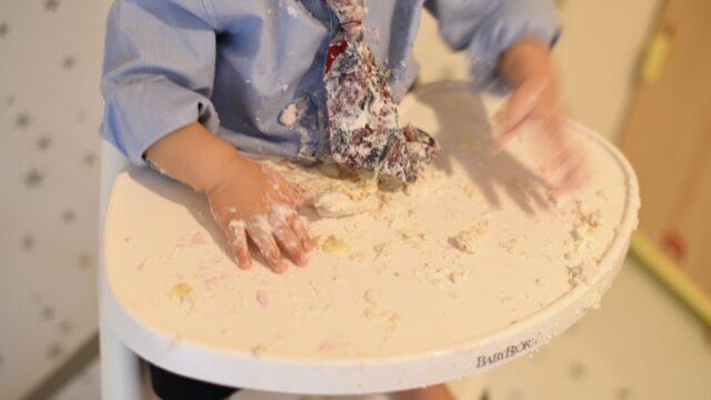 スマッシュケーキをして汚れた机
