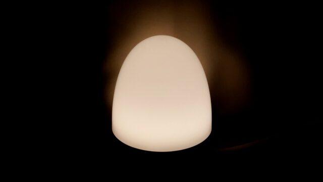 オレンジ色に光るオムツ替え用ライト